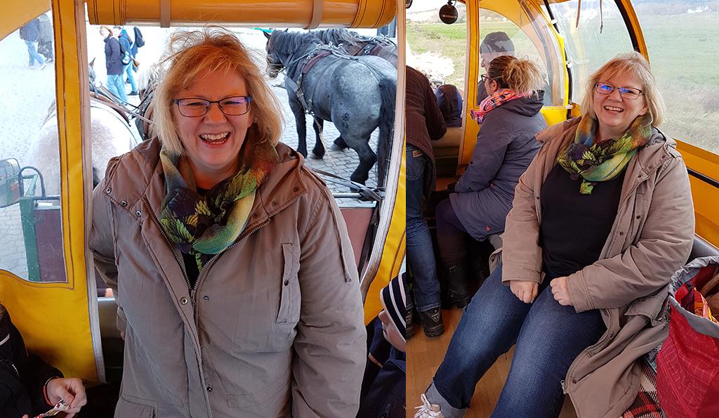 Kathrin in einer Kutsche