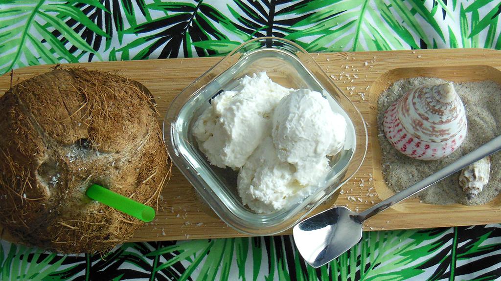 Den Sommer mit leckeren Kokoseis genießen