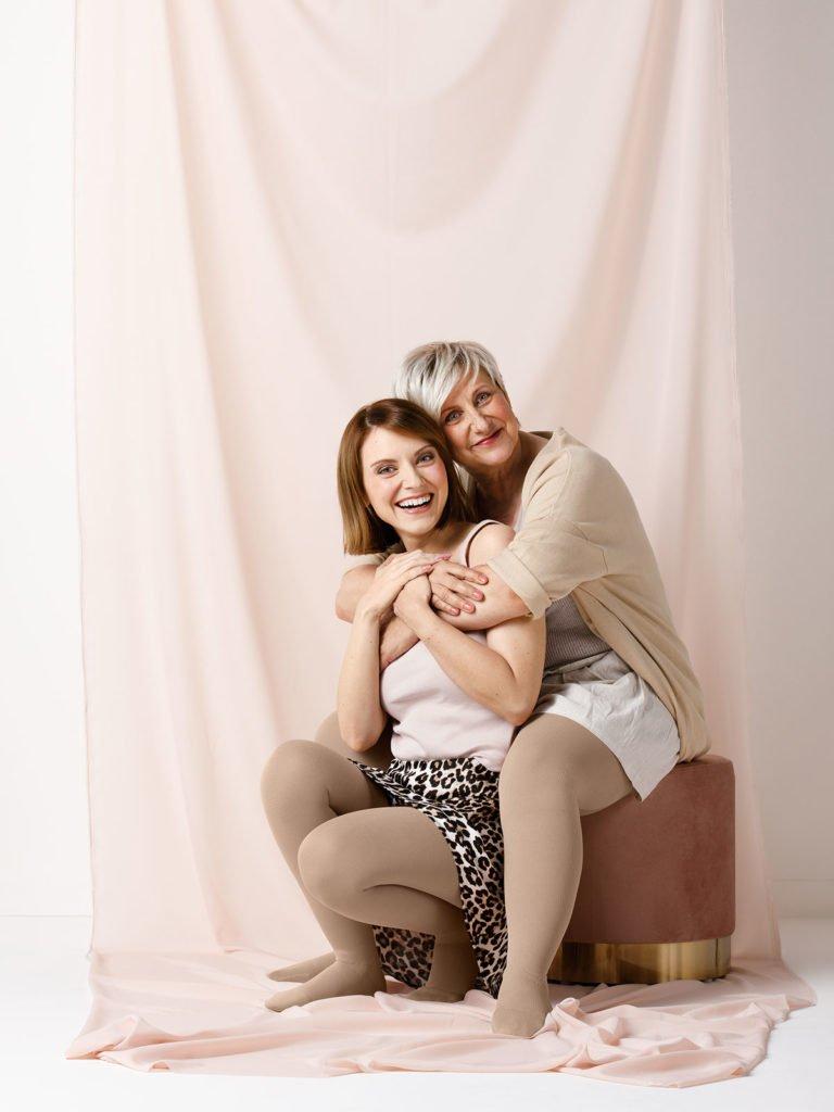 Botschafterin Marlene wird von ihrer Mutter umarmt | deinestarkeseite.de