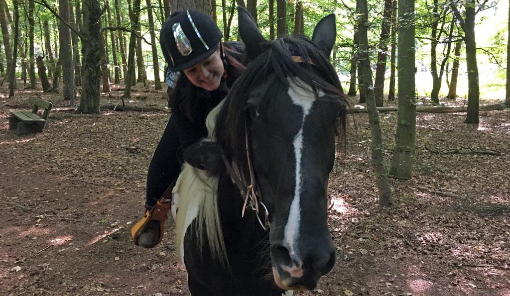 Bloggerin Martine auf dem Pferd